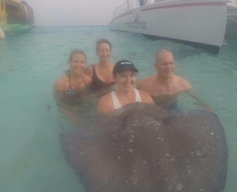 ALLISON, BOB, KAITLIN AND ANDREA SWIMMING WITH THE STINGRAYS.